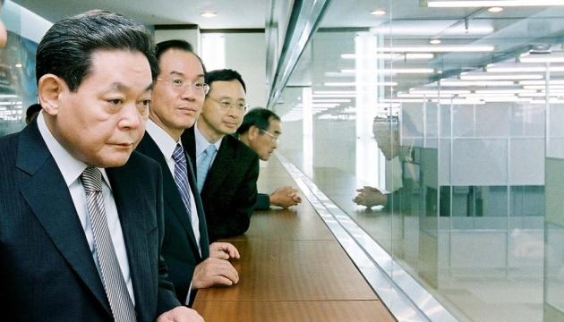 У Південній Кореї помер глава Samsung