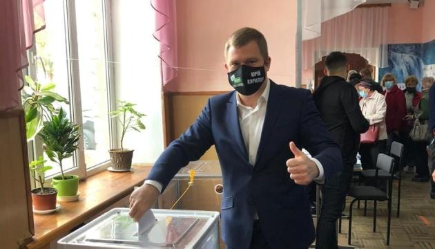 Недопуск наблюдателей, «брендованные» маски и агитация - новые нарушения на участках