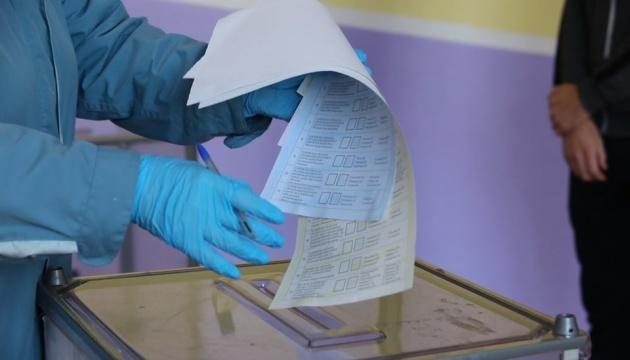КВУ повідомляє про низьку явку та перші виборчі порушення у Львові