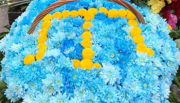 В Киеве возложили цветы к памятнику Амет-Хану Султану