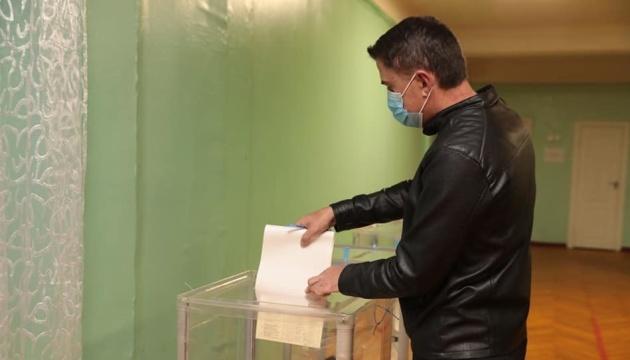 OPORA: La participación electoral en las elecciones locales de Ucrania a las 16:00 es del 27%