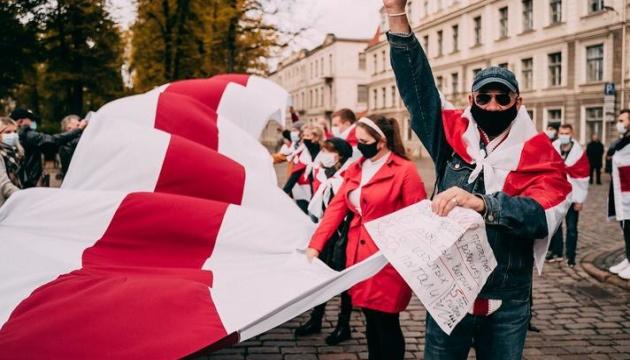 В Беларуси бело-красно-белый флаг хотят отнести к экстремистской символике