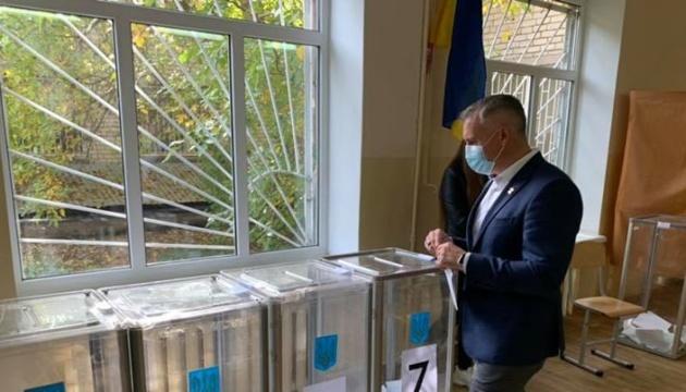 У Миколаєві в другому турі чинний мер позмагається з кандидатом від ОПЗЖ - штаби