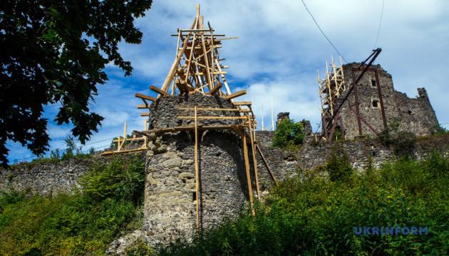 Археологи обнаружили до сих пор неизвестный подвал в Невицком замке