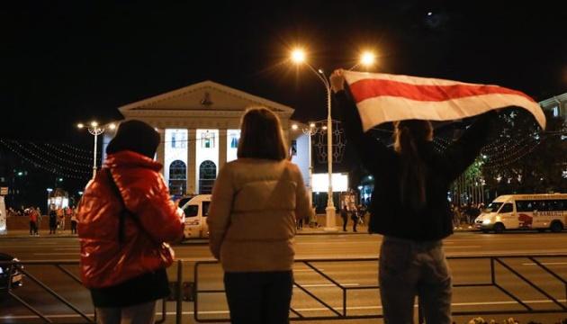 У Мінську - жорсткі затримання: силовики б'ють і заламують протестувальників