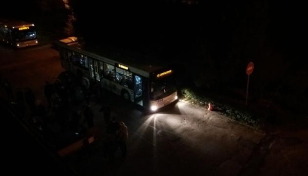 Возле Запорожской ТИК образовались очереди, члены избиркомов ждут в автобусах