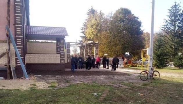 На фейковій дільниці у Соснівці «проголосували» чотири сотні людей