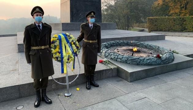 Зеленский почтил память павших во Второй мировой войне