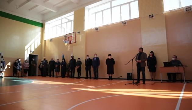 У Станиці Луганській відкрили відремонтований спортзал