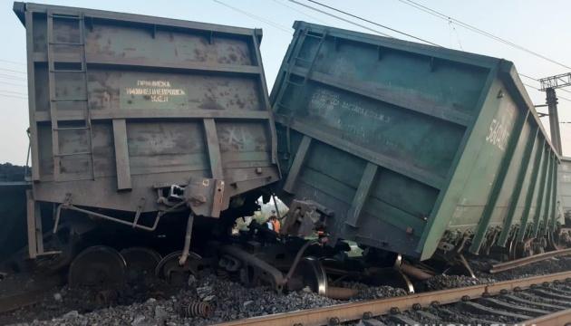 Потяги запізнюються - біля Кривого Рогу вкрали частини колії і сталася аварія