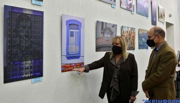 В Укрінформі відкрилася виставка «Аргентина очима жінок-мисткинь»