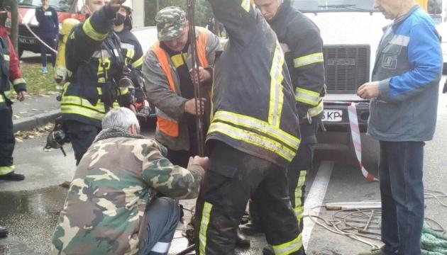 На столичном коллекторе случилась авария, пострадали коммунальщики