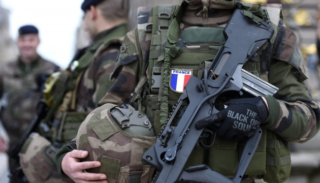 Франція більш як удвічі збільшує кількість військових в антитерористичній операції