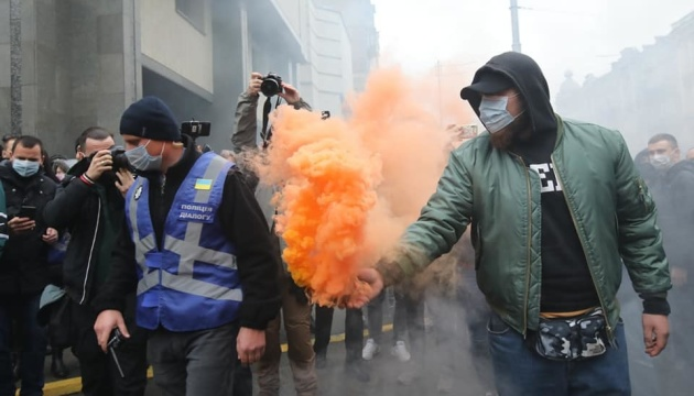 Les activistes protestent contre l'annulation de lois anticorruption