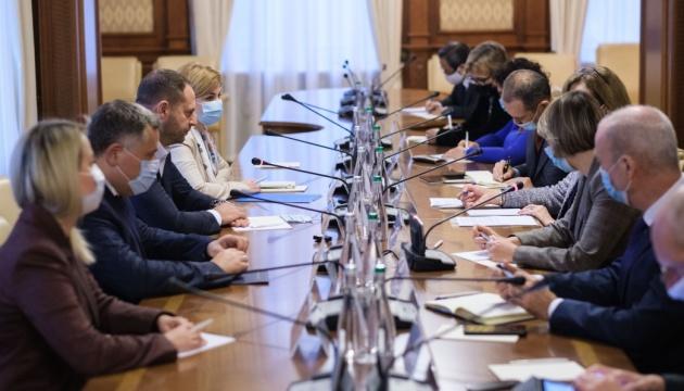 大統領府長官、G7大使と会談 憲法裁問題への外部干渉の可能性を指摘