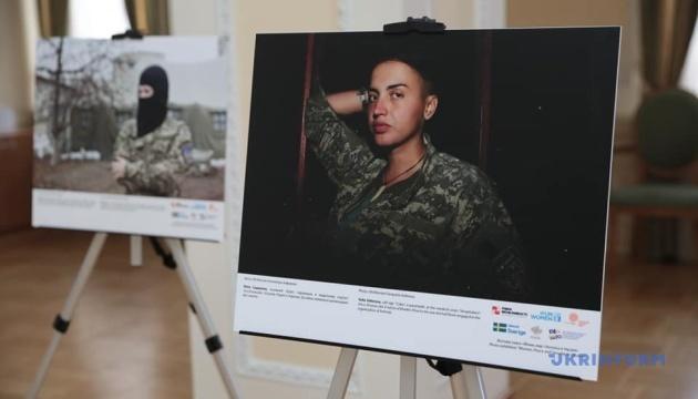 В Кабмине открылась фотовыставка «Женщины, мир и безопасность в Украине»