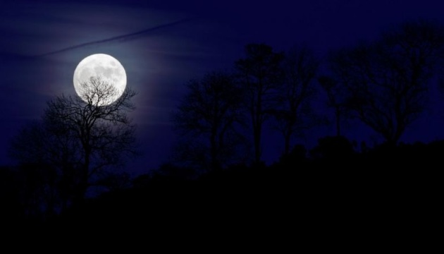 У ніч на неділю в небі можна буде побачити блакитний Місяць