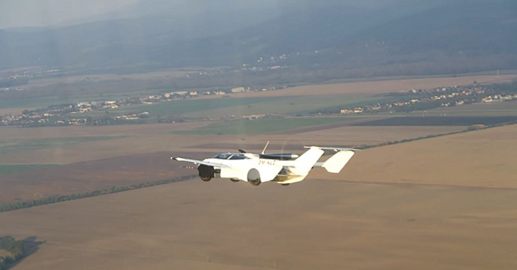 В Словакии представили летучий спорткар-трансформер