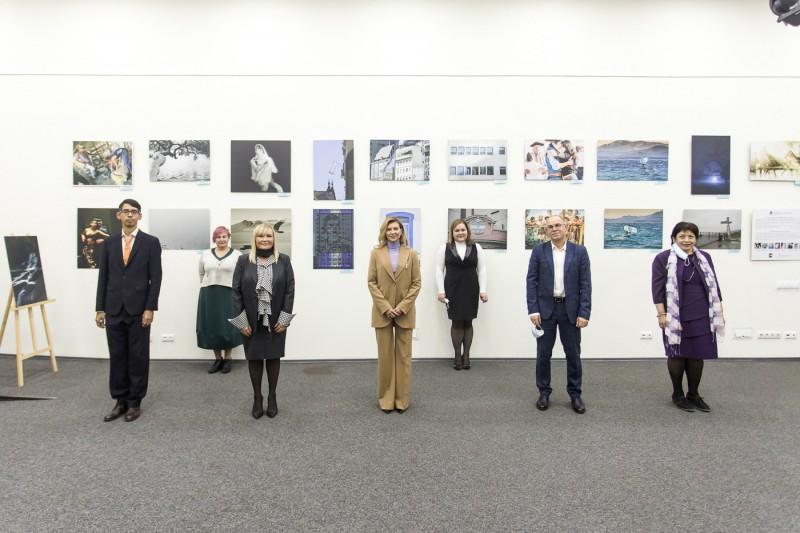 Елена Зеленская посетила выставку аргентинских фотохудожниц в Укринформе