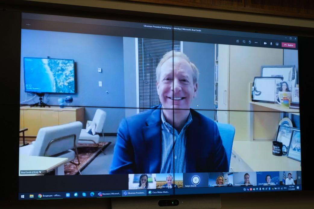 Зеленский провел видеоразговора с президентом Microsoft