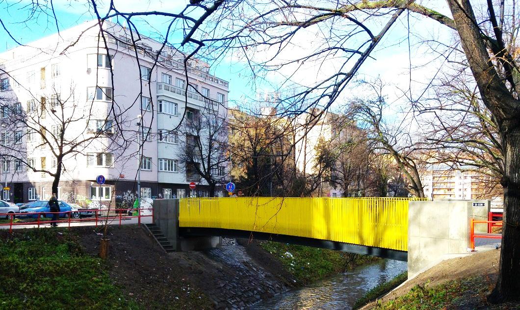 пішохідний міст через річку Ботич