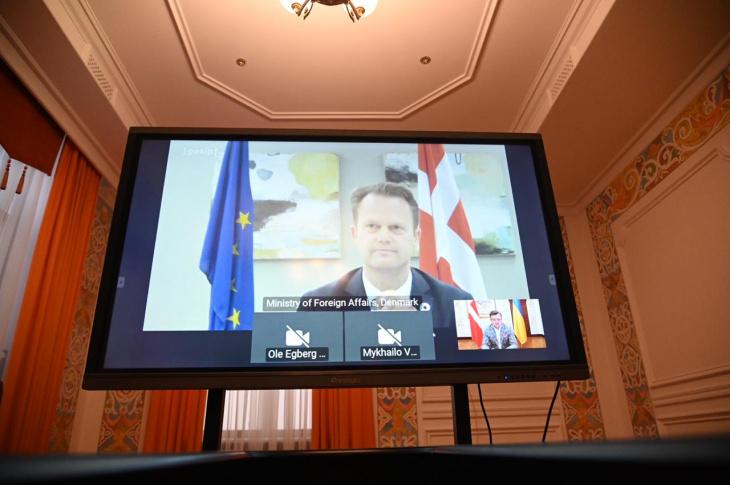 Знак настоящей дружбы: Кулеба поблагодарил Дании 50 аппаратов ИВЛ для Украины