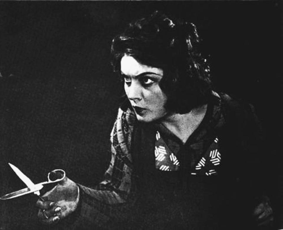 модистка-шляпница Наташа Коростелёва в фиьме Девушка с коробкой, 1927 г. 1