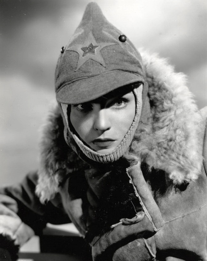 медсестра  Наташа в фильме Три русских девушки, 1943 г. 2