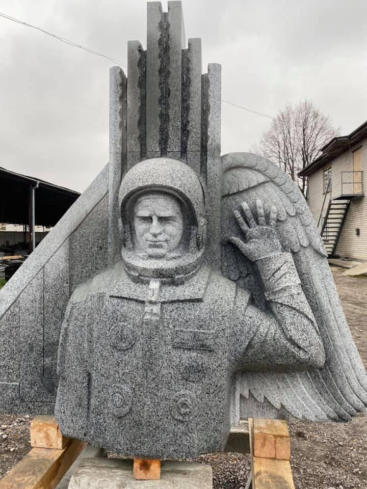 Пам'ятник космонавту Леоніду Каденюку створили на Житомирщині