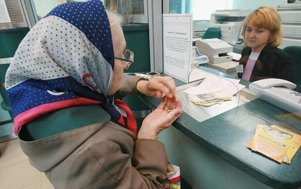 У першій половині дня комісія за сплату платежів у відділеннях Укрпошти удвічі менша / Фото: Кореспондент.net
