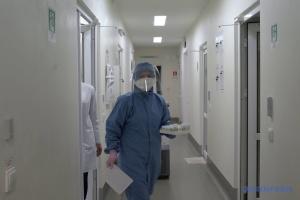 К работе в COVID-больницах и лабораториях привлекают интернов и студентов - Минздрав