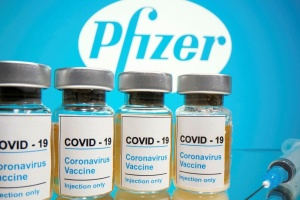 Вакцина от коронавируса Pfizer уже в Великобритании - Sky News