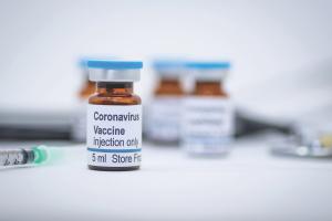 США можуть отримати перші COVID-вакцини ще до Різдва