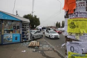 Un Uber percute un arrêt de bus à Kyiv : deux morts