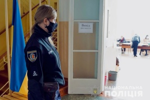 В Черновцах на одном из участков уже заполняют протоколы, ОПОРА вызвала полицию