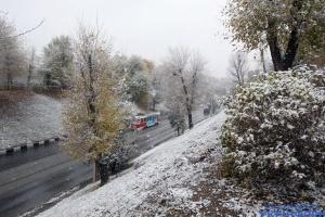 Зима крадется на «мягких лапах»: в Украине снижается температура