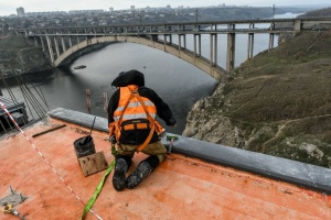 Укравтодор завершает строительство части автомагистрали через реку Днепр в Запорожье