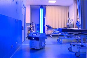Єврокомісія закупила для лікарень 200 роботів-дезінфекторів