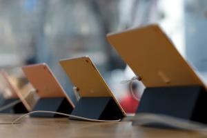 Главу службы безопасности Apple обвиняют в подкупе копов айпадами