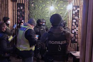 В центре Киева накрыли несколько «массажных салонов» с девочками и кокаином