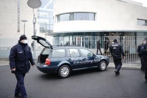 Автомобиль попытался протаранить ворота ведомства канцлера ФРГ