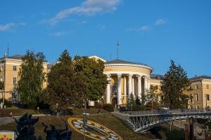 Крім Будинку профспілок: Печерський суд арештував Жовтневий палац і санаторій у Конча-Заспі