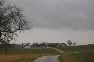 Австрийское поселок Fucking сменит название из-за шуток и кражи дорожных знаков