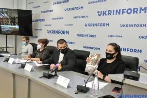 Українців в ОРДЛО атакує з усіх боків російська пропаганда - експерт