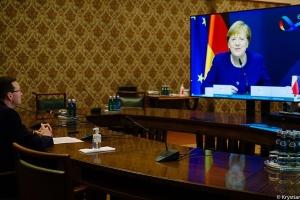 Моравецький – Меркель: Польща готова ветувати бюджет ЄС