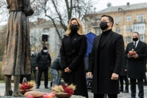 Zelensky, his wife honor memory of Holodomor victims