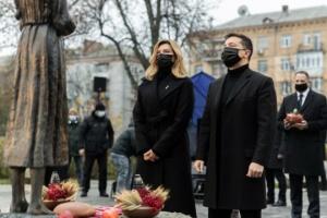 Selenskyj und seine Ehefrau ehren Opfer der Hungersnöte