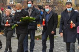 Руководство Рады почтило память жертв Голодоморов