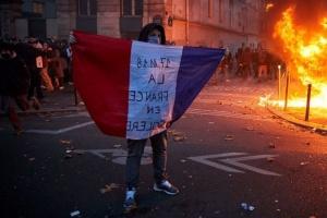 В Париже на марше против закона «о глобальной безопасности» применили слезоточивый газ