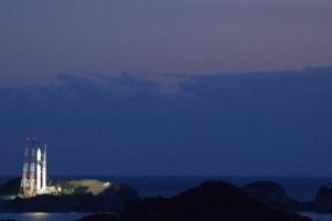 Японія запустила супутник подвійного призначення